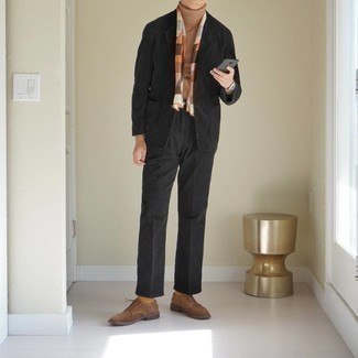 Men's Outfits 2020: A tan wool turtleneck will convey this relaxed and dapper vibe.