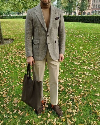 Bag Outfits For Men: We all want functionality when it comes to style, and this modern casual combination of a grey wool blazer and a bag is a vivid example of that. A pair of dark brown suede loafers effortlessly turns up the wow factor of any outfit.