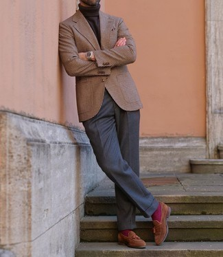 Purple Socks Outfits For Men: This combo of a brown houndstooth wool blazer and purple socks is definitive proof that a safe off-duty ensemble doesn't have to be boring. For a sleeker take, complement your ensemble with brown suede tassel loafers.