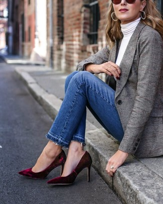 This pairing of a grey plaid blazer and Good American Good Legs High Waist Pom Jeans is a safe bet for an effortlessly cool look. A pair of burgundy velvet pumps adds some real flair to this outfit. So when spring is in the air, you'll find this combination to be your everything.