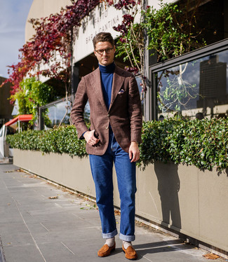 How to wear: brown wool blazer, navy turtleneck, blue jeans, tobacco suede loafers