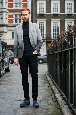 Men's Looks & Outfits: What To Wear In 2020: For a look that's very easy but can be smartened up or dressed down in a multitude of different ways, reach for a grey blazer and black jeans. Want to go all out in the shoe department? Complement this outfit with a pair of blue suede brogues.