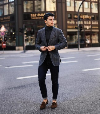 Navy Jeans Outfits For Men: Opt for a charcoal check blazer and navy jeans to pull together an interesting and modern-looking casual ensemble. Dark brown suede tassel loafers are guaranteed to infuse an extra dose of style into this outfit.
