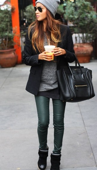A black blazer jacket and dark green leather leggings are a great outfit formula to have in your arsenal. Complement this look with black wedge sneakers.
