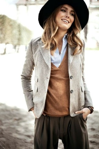 For comfort without the need to sacrifice on good style, we love this combination of a grey wool blazer and a brown leather watch. When it comes to dressing for autumn, nothing beats a killer ensemble that will keep you snug and looking your best.