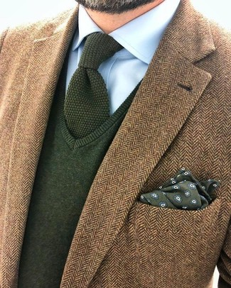 How to wear: brown herringbone wool blazer, olive v-neck sweater, light blue dress shirt, olive knit tie