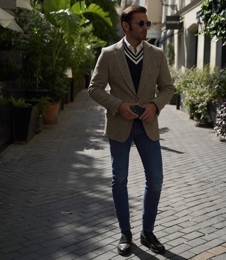 Blue Jeans with White Shirt Outfits For Men: Extremely dapper and practical, this relaxed casual pairing of a white shirt and blue jeans provides with variety. For something more on the classier side to finish this ensemble, add dark brown leather loafers to this getup.