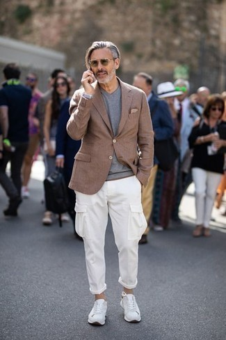 How to Wear a Brown Blazer For Men: If you gravitate towards casual combos, why not take this combination of a brown blazer and white cargo pants for a spin? Up the appeal of your ensemble by rocking white athletic shoes.