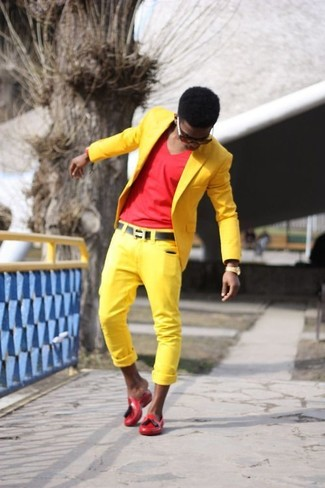 How to wear: yellow blazer, red v-neck t-shirt, yellow chinos, red rubber driving shoes