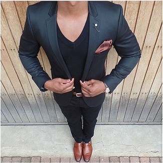 How to wear: black blazer, black v-neck t-shirt, black chinos, tobacco leather loafers