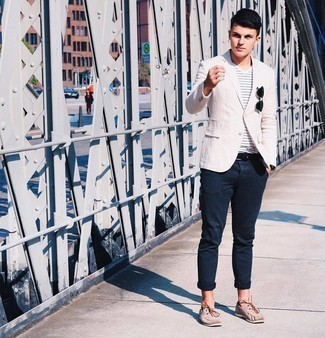 Boat Shoes Outfits: Reach for a beige linen blazer and navy chinos if you're going for a crisp, on-trend getup. Round off your look with a pair of boat shoes for an on-trend hi/low mix.