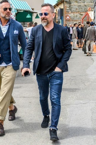 How to Wear Black Suede Desert Boots: A navy blazer and blue jeans paired together are a perfect match. The whole ensemble comes together if you complement your outfit with black suede desert boots.