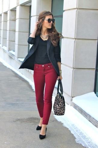 How to wear: black blazer, black v-neck t-shirt, burgundy skinny jeans, black suede pumps