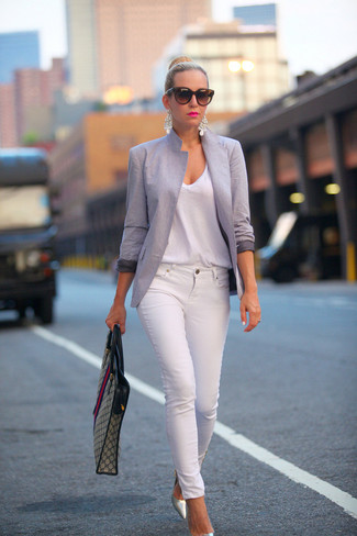 Reach for a grey blazer and white skinny jeans for a casual level of dress. Metallic leather pumps will add a touch of polish to an otherwise low-key look. With rising temperatures come warmer afternoons and balmy nights and the need for a fresh look just like this one.