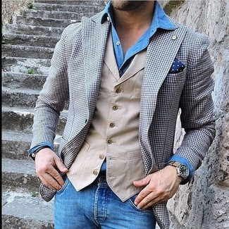 Grey Blazer with Blue Jeans Outfits For Men: This casual pairing of a grey blazer and blue jeans is extremely easy to throw together without a second thought, helping you look seriously stylish and prepared for anything without spending a ton of time combing through your closet.