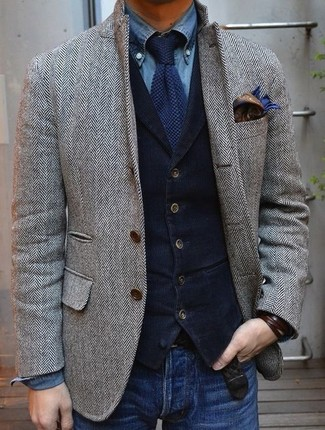 Grey Blazer with Blue Jeans Outfits For Men: This pairing of a grey blazer and blue jeans is very versatile and apt for whatever the day throws at you.