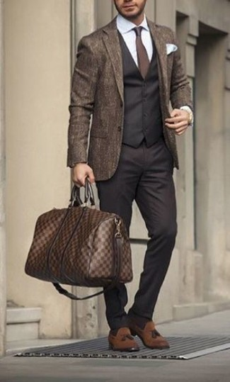 How to Wear a Brown Leather Holdall In Your 30s In Fall For Men: Teaming a brown wool blazer with a brown leather holdall is an amazing idea for a casual ensemble. To introduce a little classiness to this look, introduce a pair of brown suede tassel loafers to the mix. This one is an excellent idea if you're putting together a cool outfit that transitions easily into fall.