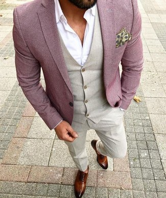 Pink Blazer Fall Outfits For Men: This ensemble demonstrates that it pays to invest in such elegant menswear items as a pink blazer and beige dress pants. When it comes to footwear, add a pair of brown leather oxford shoes to your look. As you can see here, this ensemble is a really nice option, especially for weird fall weather, when the temperature is dipping.