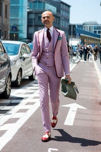 Pink Blazer Fall Outfits For Men: Marrying a pink blazer and pink dress pants is a fail-safe way to breathe elegance into your closet. To introduce a more casual feel to this outfit, introduce red leather brogues to the mix. This one is a nice choice if you're planning a cool outfit for awkward transition weather.