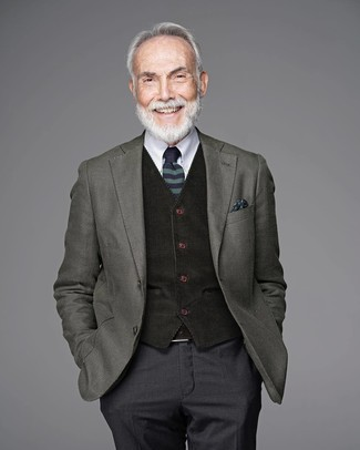 How to Wear a Belt After 60 For Men: An olive wool blazer and a belt are great menswear essentials that will integrate perfectly within your casual repertoire.