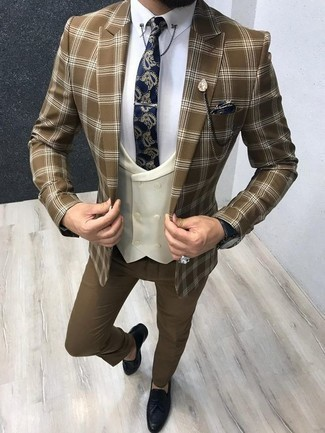 How to Wear a Brown Plaid Blazer For Men: Solid proof that a brown plaid blazer and brown dress pants look awesome when you pair them together in a refined ensemble for a modern gentleman. For extra style points, complement your look with a pair of navy leather tassel loafers.