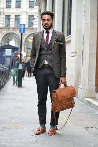 How to Wear a Dark Green Print Pocket Square: For a laid-back menswear style with a twist, pair a dark green blazer with a dark green print pocket square. Round off this look with brown leather tassel loafers to change things up a bit.