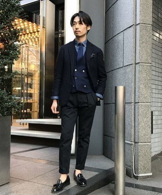 How to Wear Black Chinos: A navy blazer and black chinos are among the basic elements of any versatile menswear collection. Channel your inner Ryan Gosling and elevate your outfit with black leather tassel loafers.