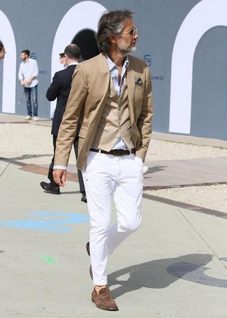 Men's Looks & Outfits: What To Wear In 2020: One of the smartest ways for a man to style out such a functional piece as a tan blazer is to wear it with white chinos. Brown suede loafers are guaranteed to give an air of polish to your outfit.