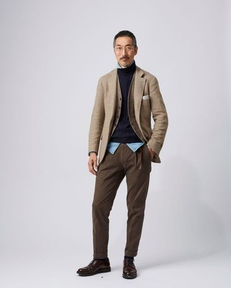 How to Wear Black Socks For Men: Parade your prowess in menswear styling by putting together a tan blazer and black socks for an urban combo. Dark brown leather derby shoes will instantly polish off even your most comfortable clothes.