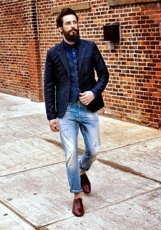 How to Wear a Bow-tie For Men: This is irrefutable proof that a navy blazer and a bow-tie are awesome when combined together in an urban outfit. Tap into some David Gandy stylishness and add burgundy leather oxford shoes to the equation.