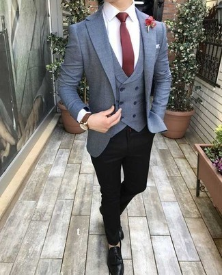 White Pocket Square Outfits: When the setting allows casual urban styling, you can easily rely on a blue blazer and a white pocket square. And if you need to easily polish up your ensemble with footwear, why not complete this outfit with a pair of black leather tassel loafers?