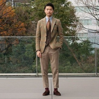 Light Blue Dress Shirt Outfits For Men: This pairing of a light blue dress shirt and khaki dress pants is seriously dapper and creates instant appeal. A trendy pair of brown suede tassel loafers is an easy way to inject a touch of stylish effortlessness into your outfit.