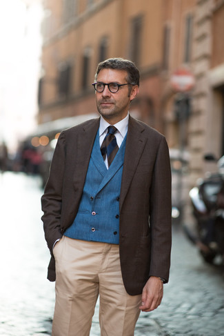 Clear Sunglasses Outfits For Men: A dark brown blazer and clear sunglasses are a contemporary combination that every modern man should have in his casual sartorial collection.