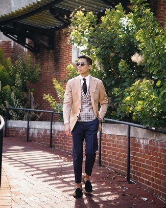 Tan Blazer with Blue Dress Pants Outfits For Men: A tan blazer and blue dress pants? Be sure, this getup will make women go weak in the knees. If in doubt about the footwear, add a pair of dark brown suede tassel loafers to the equation.