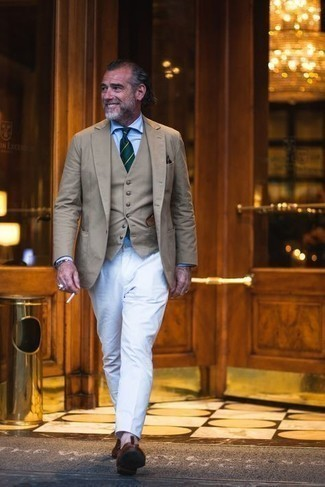 Bracelet Outfits For Men: For an outfit that's extremely easy but can be modified in many different ways, marry a tan blazer with a bracelet. Finishing off with dark brown leather tassel loafers is an easy way to bring a bit of flair to your outfit.