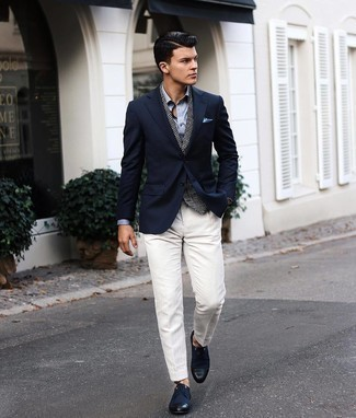 Dress Pants Outfits For Men: Putting together a navy blazer and dress pants will be a good manifestation of your styling savvy. Complete this outfit with a pair of navy canvas derby shoes to tie the whole thing together.