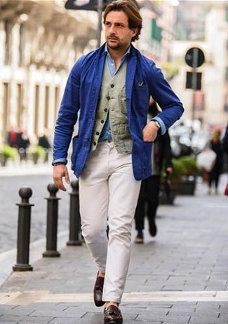 A blue cotton blazer and white chinos are absolute staples if you're putting together a polished wardrobe that holds to the highest fashion standards. Add John W. Nordstrom Ethan Loafer to your getup for an instant style upgrade. Can you see how very easy it is to look seriously stylish and stay cozy when chillier weather hits, all thanks to looks like this?