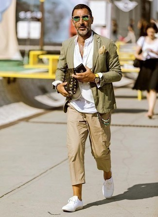 How to Wear a Blazer For Men: If the dress code calls for an effortlessly elegant getup, you can easily opt for a blazer and khaki chinos. Send this getup in a more laid-back direction by rocking white canvas low top sneakers.