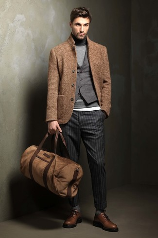 How to Wear a Brown Leather Holdall In Your 30s In Chill Weather For Men: This urban combo of a tan wool blazer and a brown leather holdall is very easy to put together in no time flat, helping you look awesome and prepared for anything without spending too much time going through your wardrobe. If you want to instantly up the ante of your ensemble with one single item, why not complete your look with a pair of brown leather derby shoes?