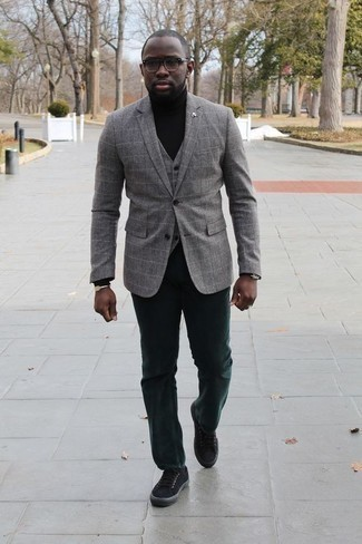 Men's Looks & Outfits: What To Wear In 2020: A grey check blazer and dark green chinos worn together are a match made in heaven. For something more on the daring side to finish off this ensemble, complement your look with black canvas low top sneakers.
