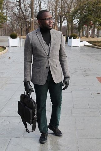 How to Wear a Blazer For Men: Loving the way this semi-casual combo of a blazer and dark green chinos instantly makes men look on-trend. And if you want to easily dress down your getup with one single item, complement your ensemble with a pair of black canvas low top sneakers.