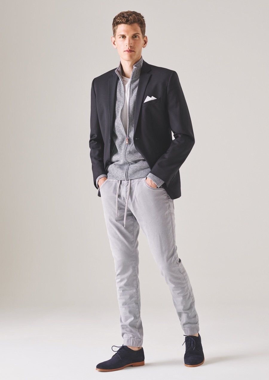 Black t shirt grey pants - Consider Pairing A White Crew Neck T Shirt With Grey Casual Pants If You