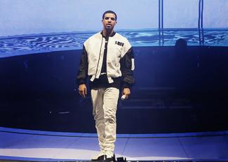Blouson aviateur blanc et noir t shirt a col rond noir et blanc jean blanc large 5213