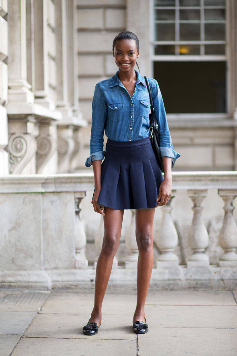 How To Wear A Blue Pleated Mini Skirt 10 Looks Women S Fashion What Color Shoes