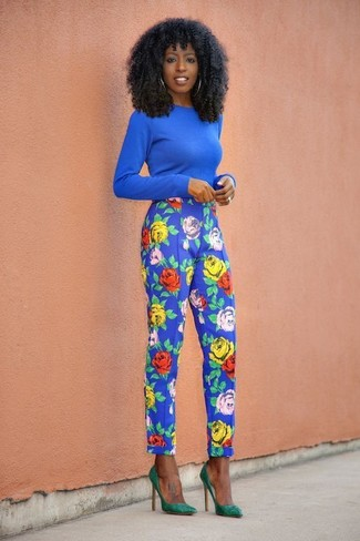 How to wear: blue crew-neck sweater, blue floral tapered pants, green suede pumps