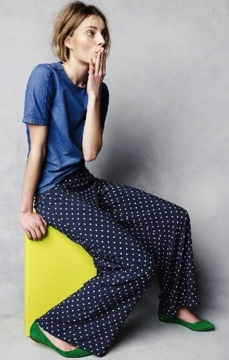 Choose a blue t-shirt and navy and white polka dot wide leg pants for a comfortable outfit that's also put together nicely. Green suede ballerina flats will add a new dimension to an otherwise classic outfit. This ensemble is everything for hot days.