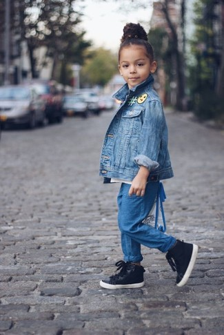 How to wear: blue denim jacket, blue trousers, black sneakers