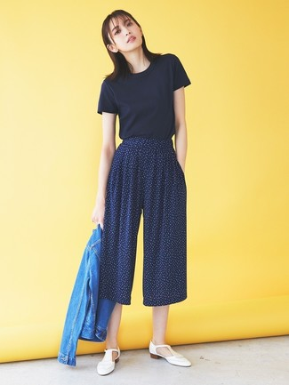 How to wear: blue denim jacket, navy crew-neck t-shirt, navy print culottes, white fringe leather loafers