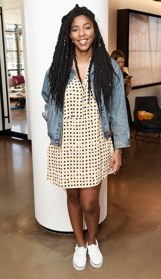 How to wear: blue denim jacket, yellow polka dot shirtdress, white canvas low top sneakers, silver bracelet