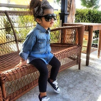 How to wear: blue denim long sleeve shirt, black leggings, black sneakers